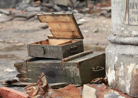 wojenne: pusta skrzynka spod pocisków artyleryjskich Publikacyjne
