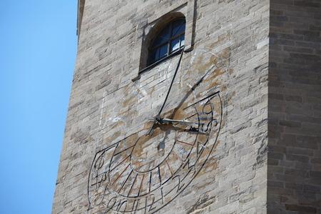 reloj de sol: tiempo en el reloj de sol Foto de archivo