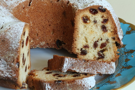 golden section: sponge cake with raisins with golden crust dusted with icing sugar close to