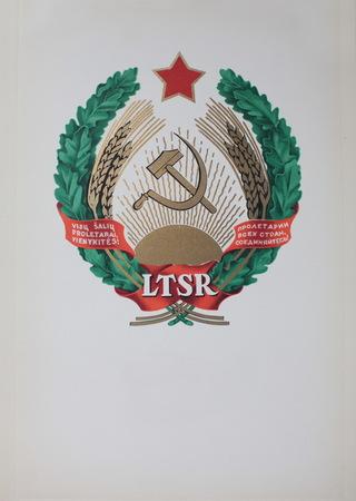 fraternidad: escudo de armas de la República Socialista Soviética de Lituania, Lituania es ahora miembro de la Unión Europea Foto de archivo