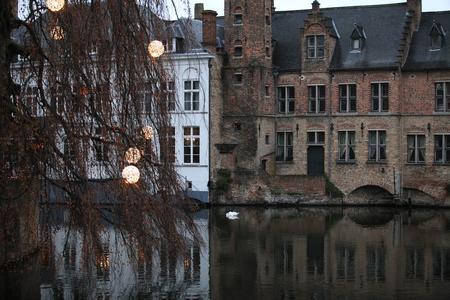 Winter evening in Bruges, Christmas lights Standard-Bild