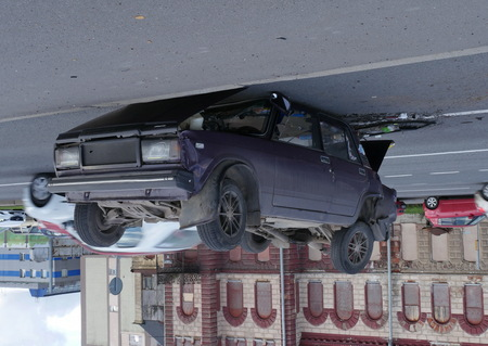 upside down car, flight and landing on the roof