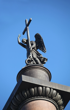 statue of winged angel with cross in blue sky Imagens - 120962264