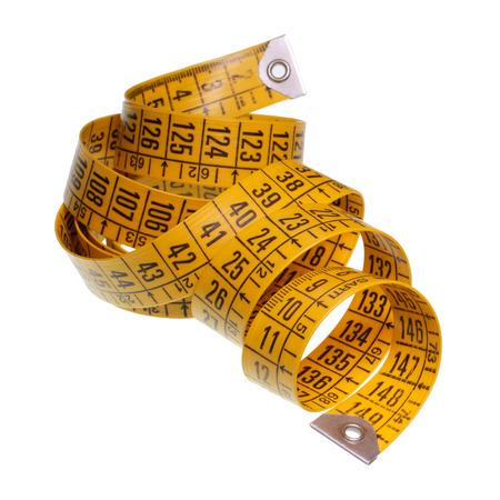 cintas metricas: Cinta métrica amarilla aislada en el fondo blanco con trazado de recorte