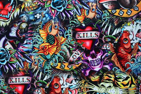 Grunge pared tatuaje estilo cráneo colorido