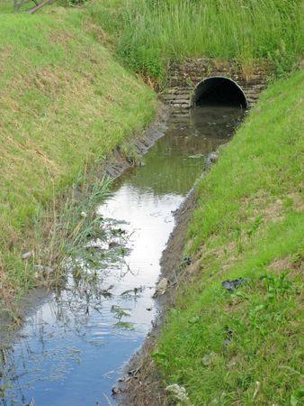 tortillera: Un canal de drenaje o dique en Fenland  Foto de archivo