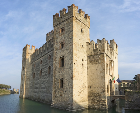 The Scaliger Castle is a rare example of medieval fortification port, Which Was used by the Scaliger fleet. It is the only point of access to the historic center of Sirmione.
