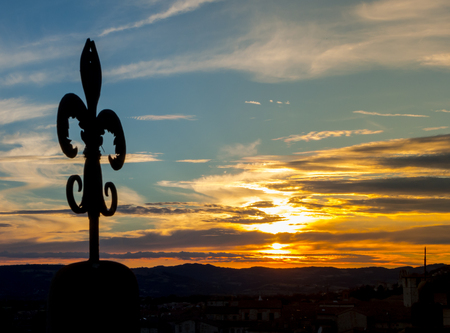 The wrought iron lily of Gubbio at sunset Imagens