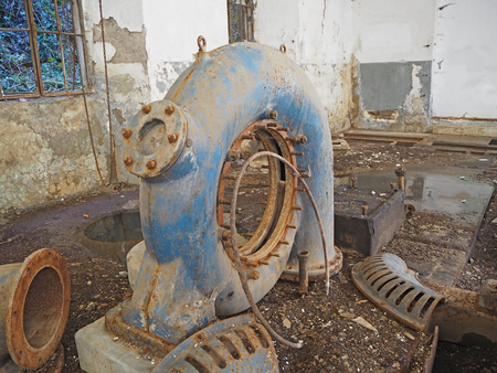 The interior of an abandoned hydroelectric plant 版權商用圖片
