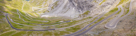 Road to the Stelvio mountain pass in Italy. Amazing aerial view of the mountain 版權商用圖片 - 107501597