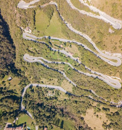 Done aerial view of the road in Italy from the village of Nembro to Selvino. 版權商用圖片