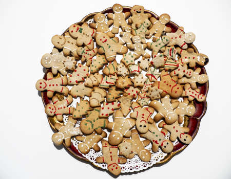 Homemade Christmas gingerbread cookies on a tray. Many biscuits of different shapes. Decorated Christmas cookies Banque d'images