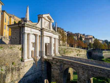 Amazing landscape at the ancient gate Porta San Giacomo. Banque d'images