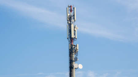 Telecommunication tower of 4G and 5G cellular network. 5G radio network telecommunication equipment with radio modules and different antennas mounted on a metal tower. Wireless Communication Antenna Banque d'images