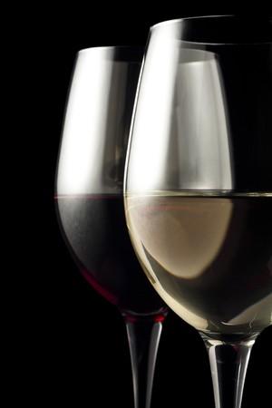 白と赤ワイングラス