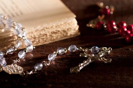 różaniec: Srebrny Rosary z książki Zdjęcie Seryjne