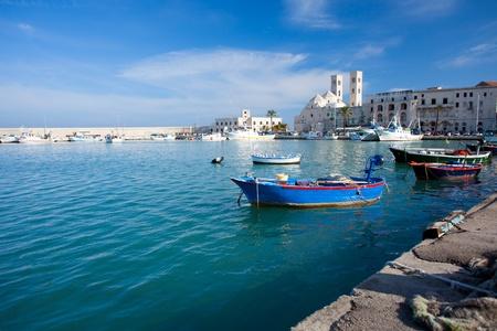 ドゥオーモ - プーリア、イタリアとモルフェッタ港 写真素材