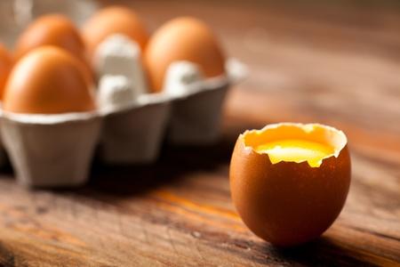Opened Egg Shell with Yolk on Wood Stockfoto
