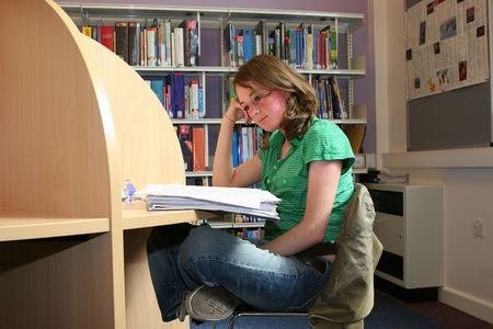 A pretty student revises in a library
