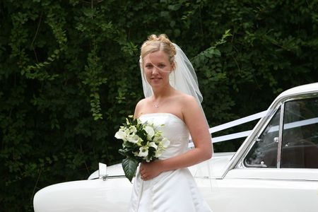 The bride steps out of her car
