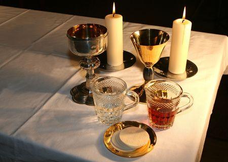 sacerdote: El altar est� iluminado por la luz del sol temprano en la ma�ana