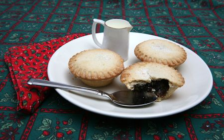 A tasty display of festive Christmas moince pies on a plate