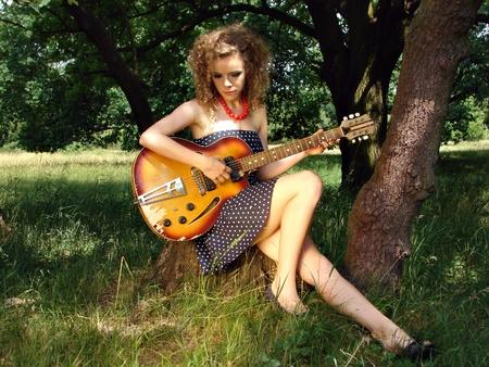 Girl on the picnic with guitar Zdjęcie Seryjne