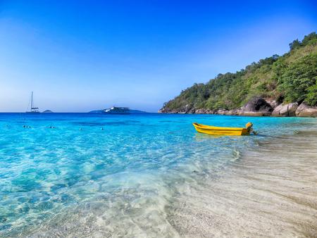 シミラン島プーケット、タイで澄んだ水 写真素材 - 72827443