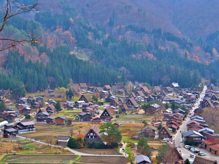 Beautiful aerial view of the historic villages of Shirakawa Shirakawa-go in Autumn Season. Shirakawa-go village is well known for houses constructed in the Gassho-Zukuri Style. Stok Fotoğraf