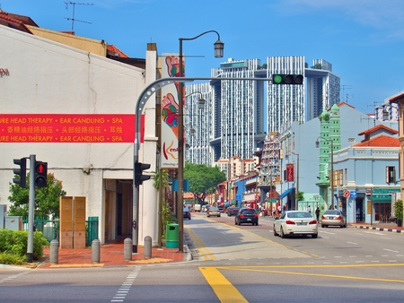 pinnacle: SINGAPORE - MAY 9, 2015: The junction of South Bridge Road with Upper Cross Street in Singapores Chinatown. Chinatown is located within the Outram district in the Central Area of Singapore.