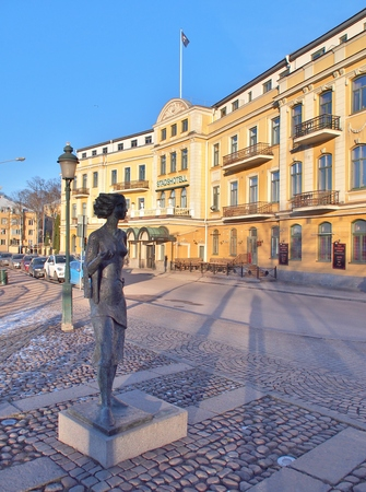 sola: KARLSTAD, SWEDEN - FEBRUARY 25, 2016: Statue of Eva Lisa Holtzat, a Swedish waitress and innkeeper who became the symbol for the Karlstad city. She was known in Sola i Karlstad (the Sun in Karlstad).