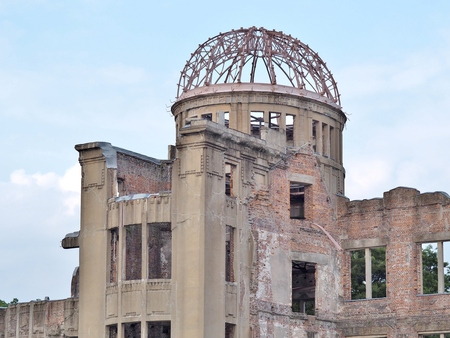bombe atomique: Hiroshima Peace Memorial, commonly called the Atomic Bomb Dome (Genbaku Dome). This dome was the only structure left standing in the area where the first atomic bomb exploded on 6 August 1945.