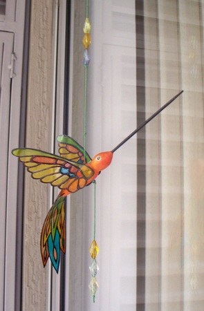 Hummingbird ornament made of wood and with acetate