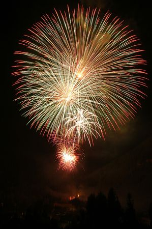 fire works: Fire works explodeing during a fourth of july celebration