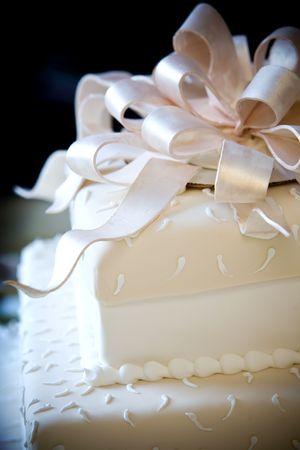 これは砂糖のリボン上で非常にクールなウェディング ケーキです。