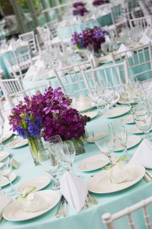 結婚式や特別なイベントの間に豪華なテーブル設定 写真素材