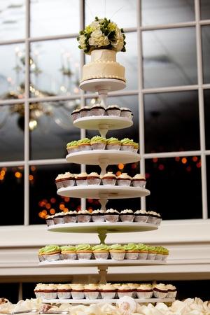 mini cupcakes on a multi level tier in different colors Standard-Bild