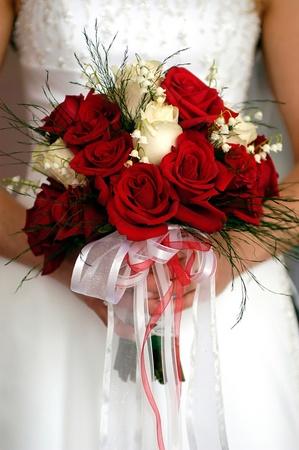 신부 꽃, 빨간색과 흰색 장미의 웨딩 부케