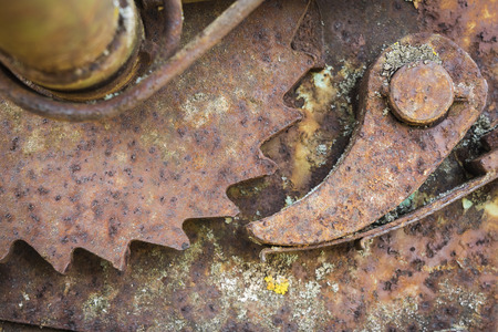 Rusty gear of a abandoned machine. 免版税图像