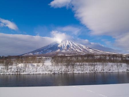 freeze dried: Monte Yotei de Hokkaido en invierno Esta mirada monta�a como moount Fuji, el s�mbolo de Jap�n Foto de archivo