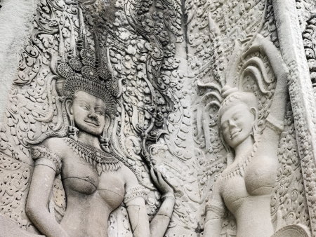 Details of sandstone carving of dancing Apsara on the wall of Angkor wat Stock Photo - 13971695
