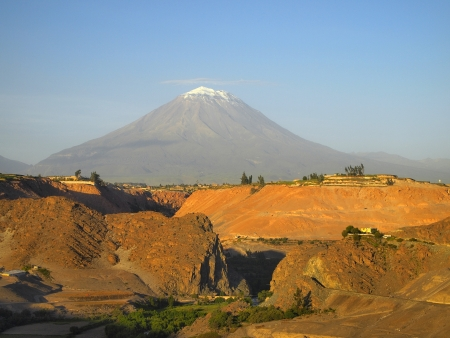 stratovolcano: Misti volcano or El Misti. The stratovolcano near Arequipa city, Peru
