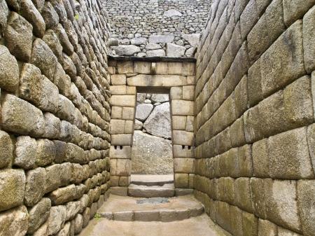 trapezoid: Puerta del templo inca en la ciudad perdida de Machu Picchu, Per� Foto de archivo