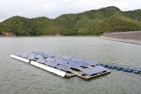 Floting Solar Energy Panels on a lake