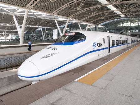 GUANGZHOU, CHINA - JULY 8: Modern train waits at platform on July 8, 2010 in Guangzhou station, Guangzhou, China. China invests in fast and modern railway, trains with speed over 340 km/h. Editoriali