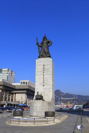SEOUL, SOUTH KOREA - DEC 18, 2012 : Statue of Admiral Yi Sun-shin in Gwanghwamun Square in Seoul, South Korea. Admiral Yi Sun-shin who is leader for fighting with Japanese military. Editoriali