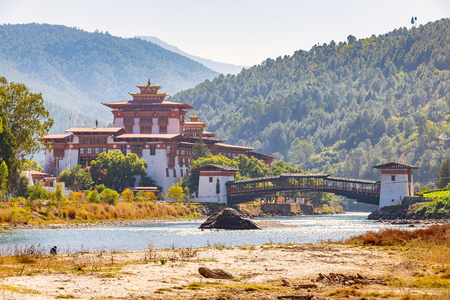 Punakha Dzong or Pungtang Dechen Photrang Dzong, the administrative center of Punakha dzongkhag in Punakha, Bhutan. 스톡 콘텐츠 - 110498579