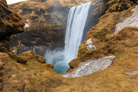 Skogafoss waterfall, One of the biggest waterfalls in Iceland with a width of 25 metres (82 feet) and a drop of 60 m (200 ft). Standard-Bild