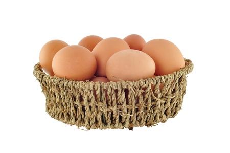 Braune Eier im Korb isoliert auf weißem Hintergrund Standard-Bild - 14731917