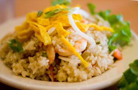 Close Up View of a Plate of Shrimp Fried Rice with Garnish. Stok Fotoğraf